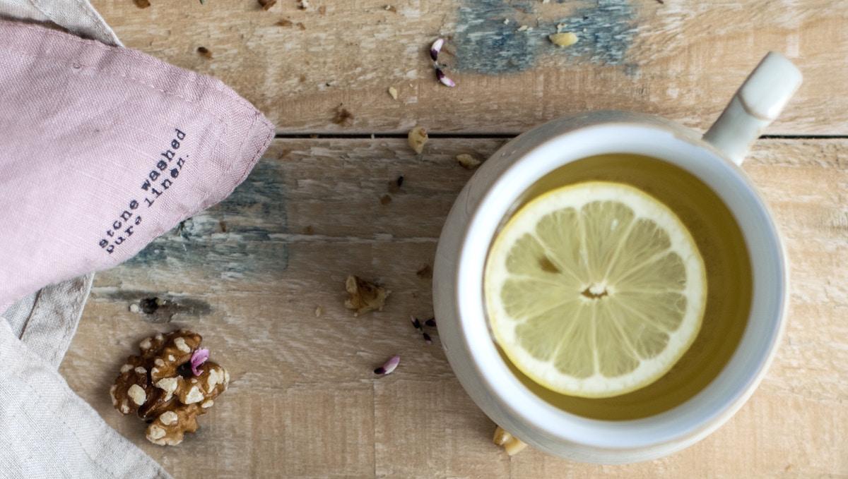Lemon water photo by monika-grabkowska